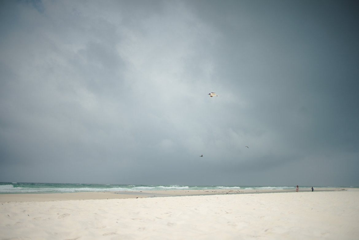 Storms over the beach photographed by luxagraf