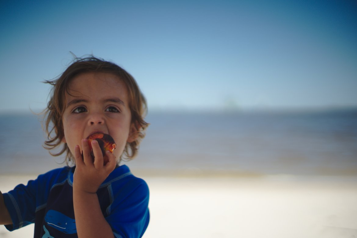 eating a peach, ocean springs, ms photographed by luxagraf