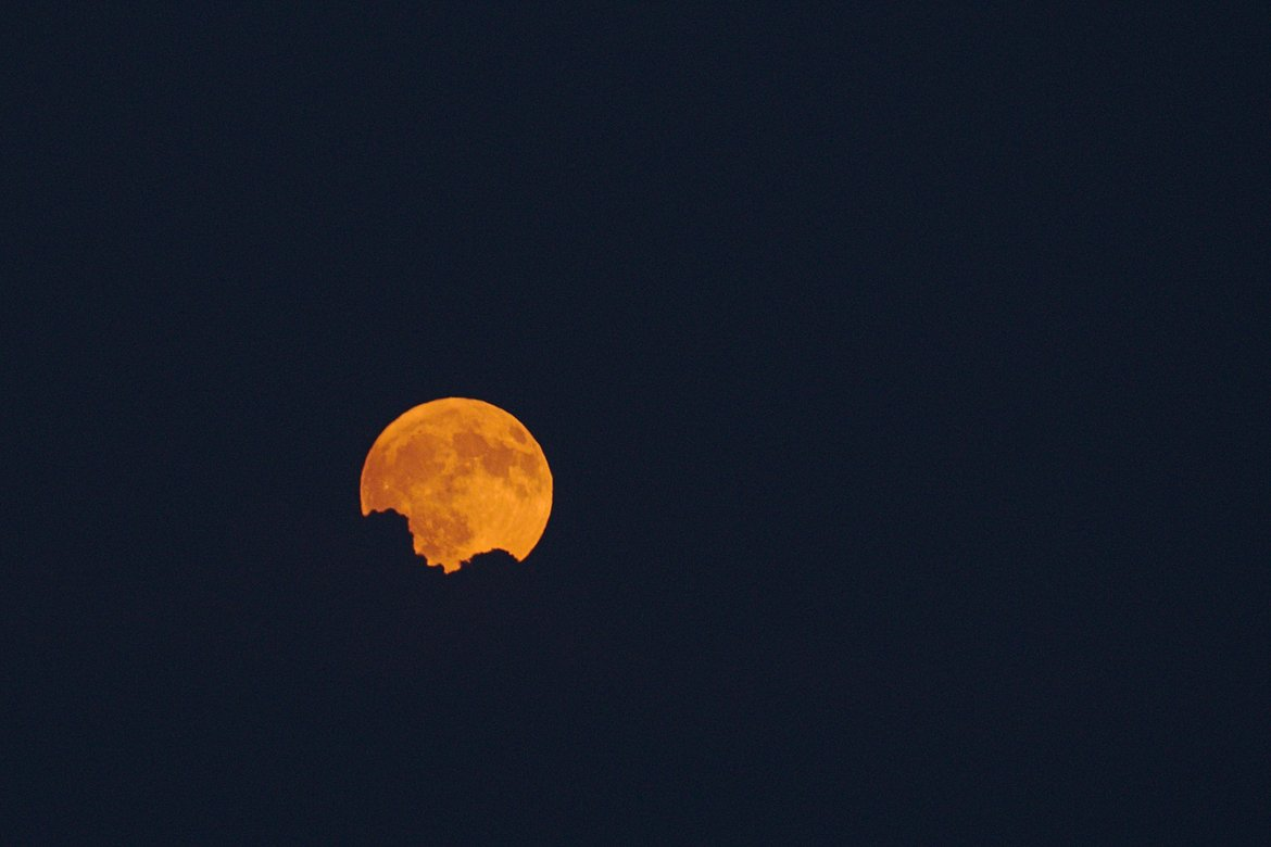 full moon photographed by luxagraf