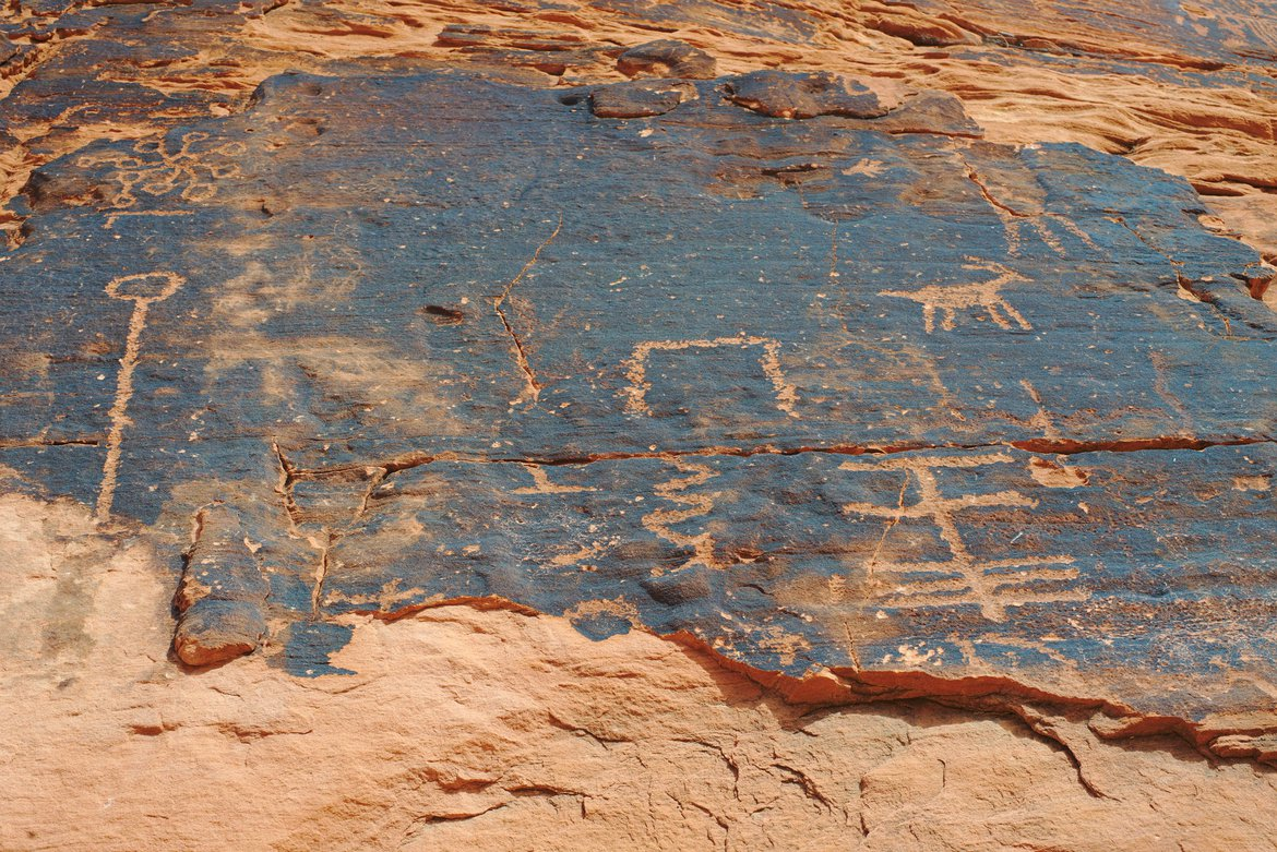 Petroglyphs, Valley of Fire State Park photographed by luxagraf