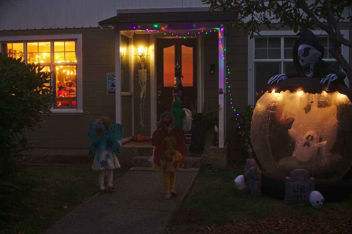 trick or treating photographed by luxagraf