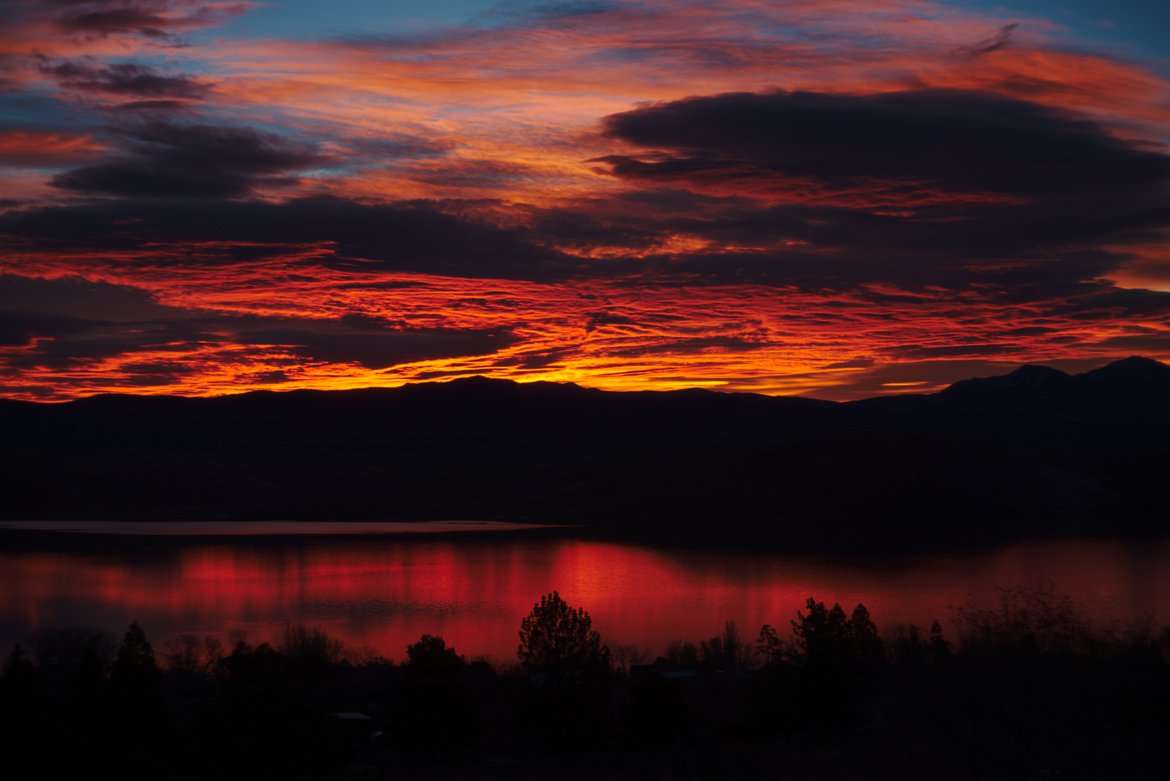 sunrise over topaz lake photographed by luxagraf
