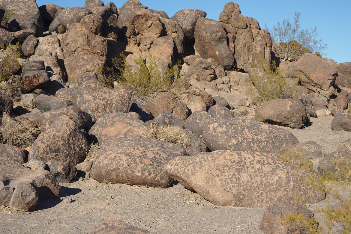 Petroglyphs, Painted Rocks BLM area photographed by luxagraf