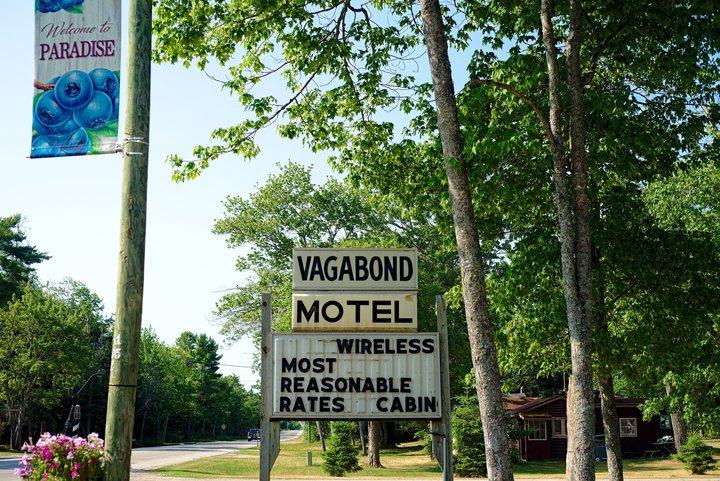 vagabond motel, near andrus lake, MI photographed by luxagraf